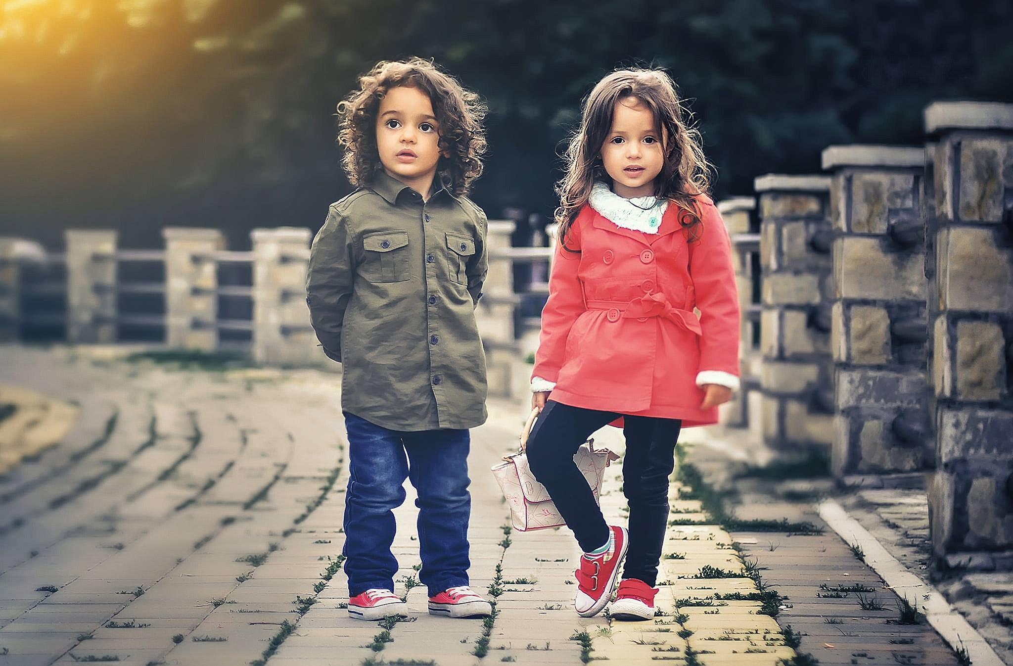 نموذج إعلان عن محل ملابس أطفال